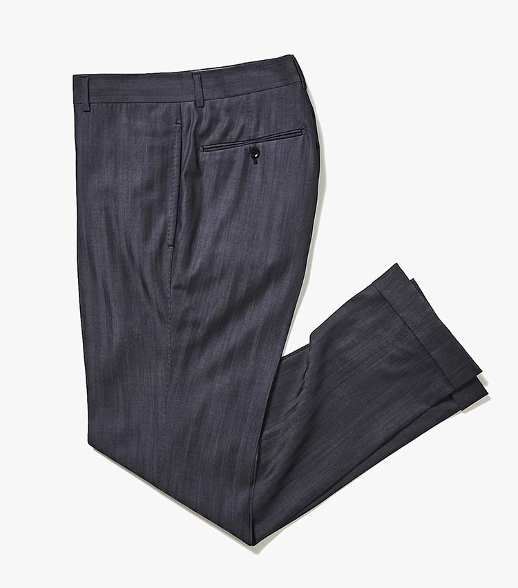 <p><strong>2.トゥモローランド ピルグリムのデニム風パンツ</strong><br /> 1のジャケットとセット使いできる「トラベラー デニム」のスラックス。シワと水濡れに強いため、ヘビーローテーションが可能。細すぎないスリムシルエットも今年のトレンドを押さえている。2万7000円(トゥモローランド)  </p>