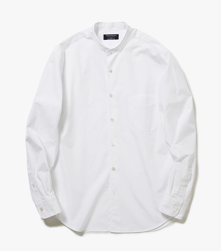 <p><strong>8.トゥモローランド ピルグリムのバンドカラーシャツ</strong><br /> バンドカラーと呼ばれる小さめの立ち襟のシャツは今季のトレンド。印象的な襟型はノーネクタイでも様になるので、ジャケットのインナーとしておすすめだ。2万2000円(トゥモローランド)  </p>