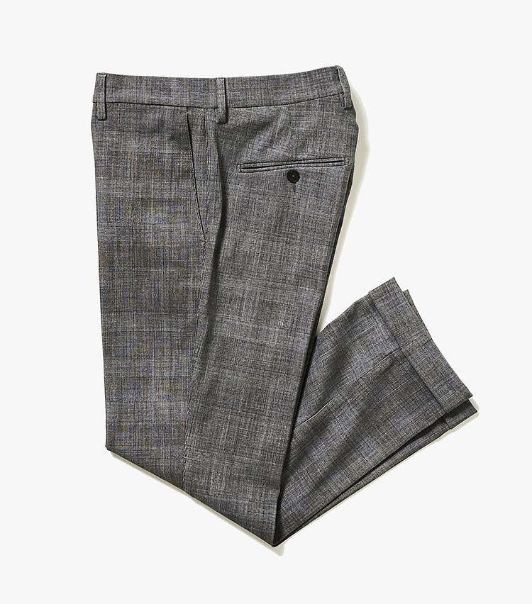 <p><strong>4.トライアーノのチェックパンツ</strong><br /> 3のジャケットとセット使いできる、テーパードシルエットのチェックパンツ。グレンチェックにブルーオーバーペーンを重ねてプリントしているため、春夏らしく爽やかな印象だ。3万8000円(バーニーズ ニューヨーク カスタマーセンター︎)</p>