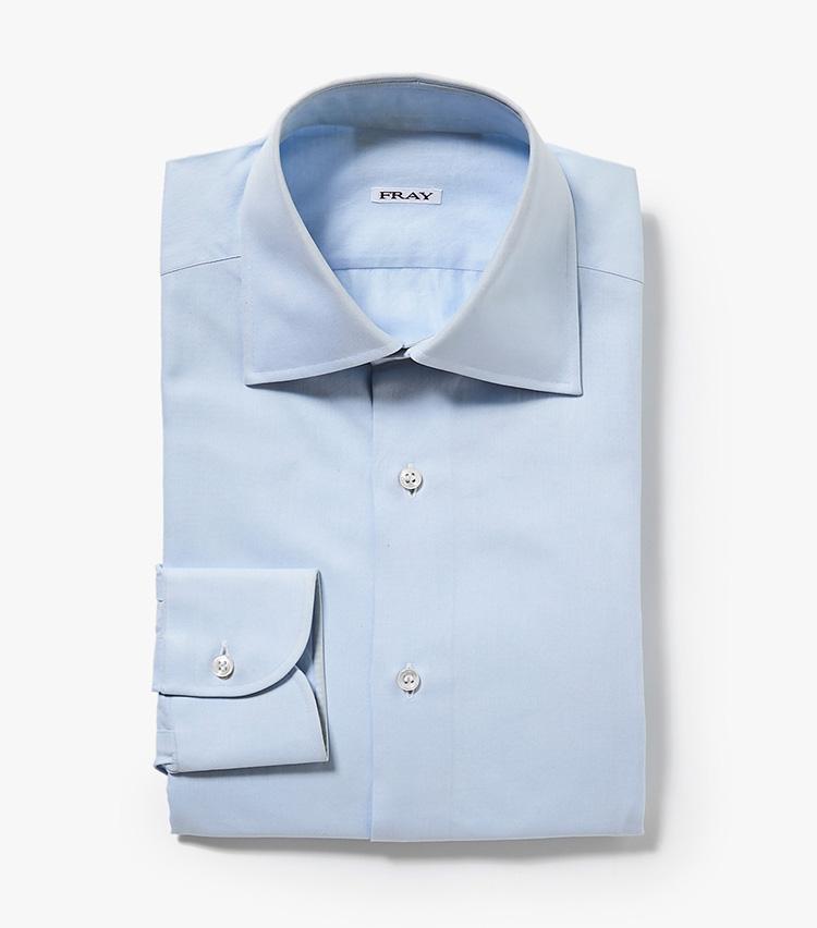 <p><strong>7.フライのブルーシャツ</strong><br /> 半世紀以上の歴史があるイタリアのシャツ専業ブランド。パターンメイキングの秀逸さに加えて、襟型の美しさや美発色のサックスブルーも、価格に見合う存在感がある。汎用性の高いセミワイドカラー「タミジ」はバーニーズ ニューヨーク限定の襟型だ。<br /> 4万3000円(バーニーズ ニューヨーク カスタマーセンター︎)</p>