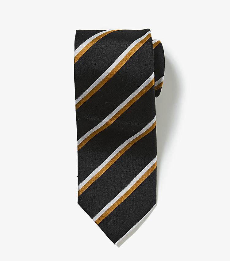 <p><strong>10.バーニーズ ニューヨークのブラックストライプネクタイ</strong><br /> トレンド感とコスパが両立したオリジナルネクタイ。2色ストライプのブラックネクタイは、光沢控えめなシルクシャンタン素材がエレガントだ。1万2000円(バーニーズ ニューヨーク カスタマーセンター︎)</p>