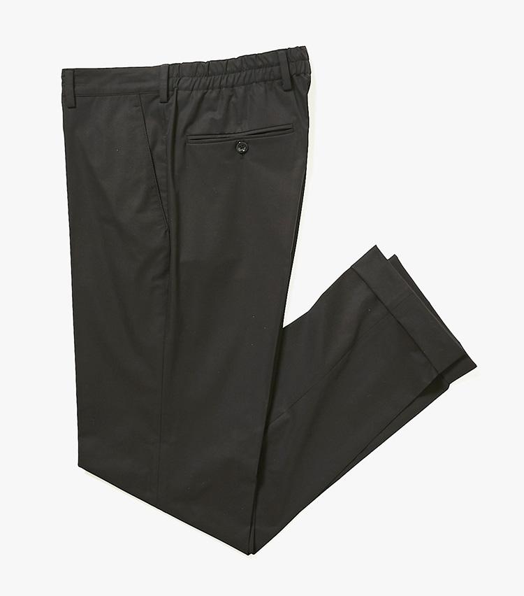 <p><strong>15.ラルディーニのウエストシャーリングパンツ</strong><br /> 背面のみギャザー入りの快適パンツ。ベルトループ付きなので、ベルトを巻けばかっちり見える。シワになりづらく、通気性に優れ、水濡れにも強い。セット使いできるジャケットも揃う。3万4000円(バーニーズ ニューヨーク カスタマーセンター︎)</p>