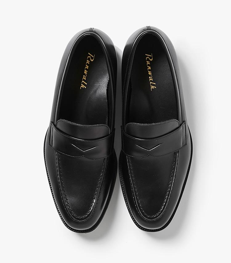 <p><strong>21.アシックス ランウォークのローファー</strong><br /> ビジネスマンのための走れる靴をコンセプトにした、アシックスのビジネスシューズ。クッション性に優れた独自のソールシステムとラバーソールのおかげで、まるでスニーカーのように快適な履き心地。同店限定モデルは、アッパーにフランスの名門アノネイ社製のカーフを使用しているため、高級感も併せ持つ。4万3000円(バーニーズ ニューヨーク カスタマーセンター︎)</p>