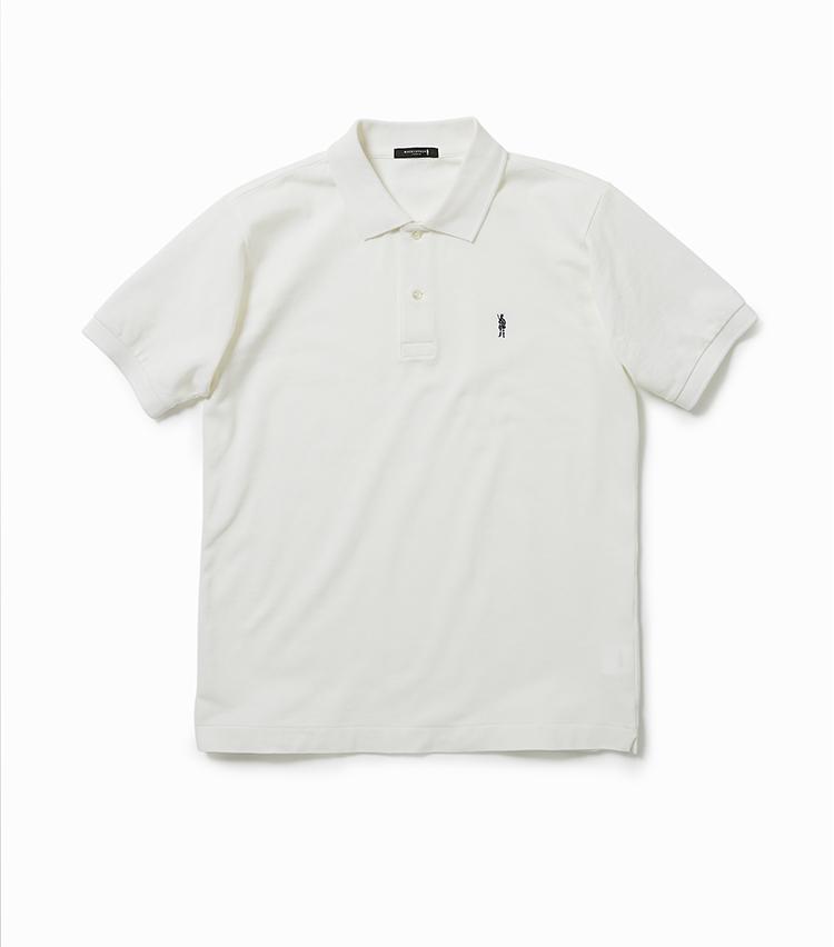 <p><strong>23.鹿の子ポロシャツ</strong></br>アメリカ製コットンを使用したベーシックな鹿の子ポロシャツ。ふっくらとボリュームがありつつ、ドライで涼やかな肌触りも併せ持っている。加えて吸汗性・速乾性も高いため、夏場も快適だ。シンプルだが袖付けの角度や襟&袖リブのテンションなど細部までこだわりつくした逸品。1万3000円<br /><a class=