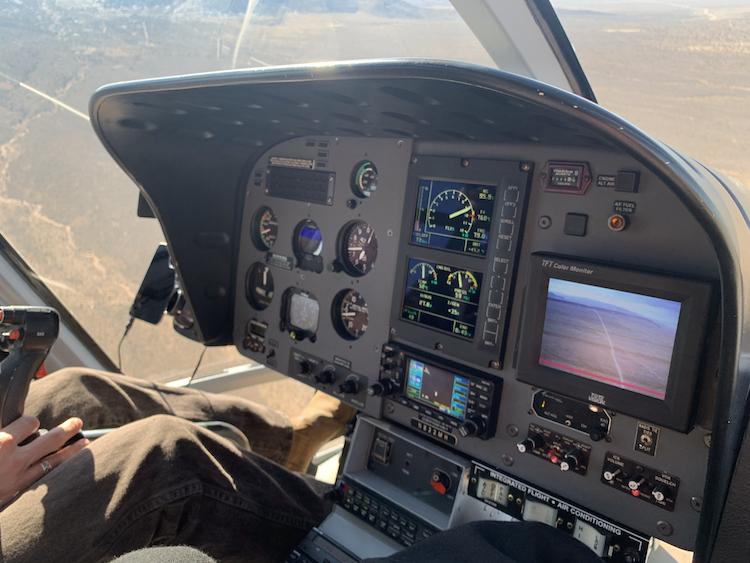 <p>復路はパイロットの横の席に座れてラッキー!</p>