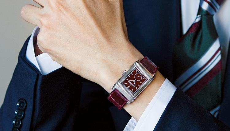時計ファンなら誰もが知る角型時計の永遠のアイコンを「ワインレッド」に染めた最新作