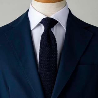 紺・白2配色で涼し気に見せるコツ【1分で出来るスーツのお洒落】