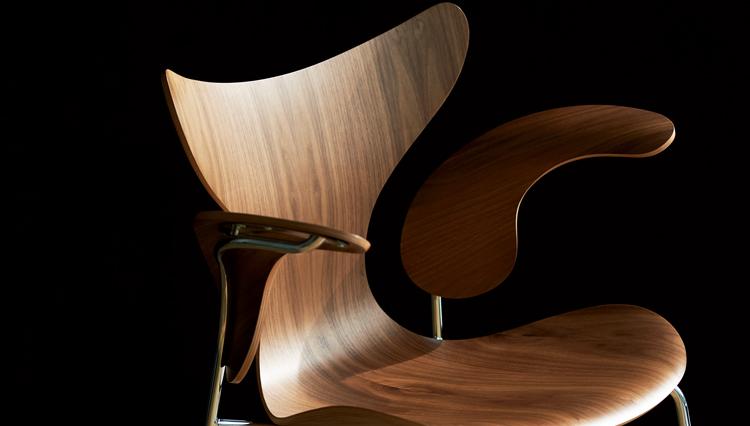 巨匠アルネ・ヤコブセンの遺作「リリー」。誕生50周年を祝った記念モデルが登場