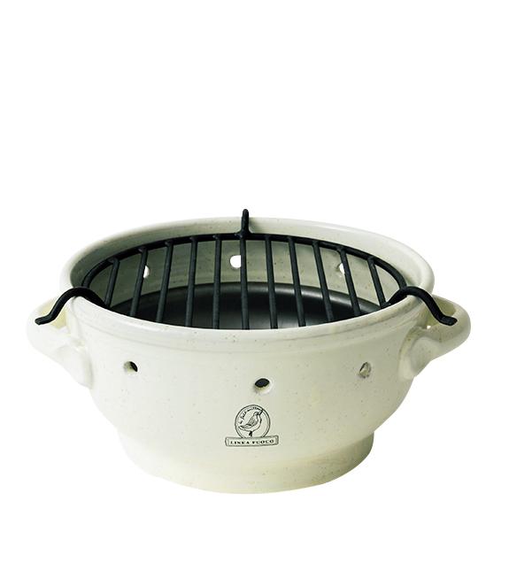 <p><strong>LA GABBIANELLA / ラ・ガッビアネッラ<br /> 【BBQグリル】</strong><br /> イタリアの陶器メーカーによるBBQグリル。一般的なそれにはない陶器ならではの存在感が秀逸だ。1万9200円(デイリーテーブル)</p>