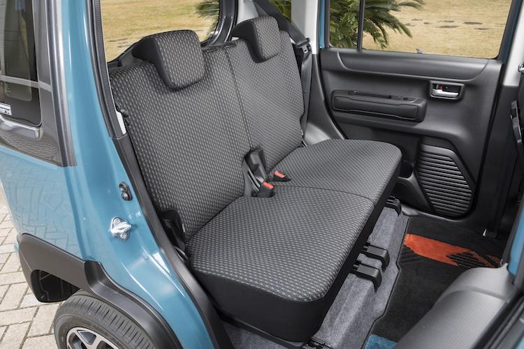 <p>旧型より35mm長いホイールベースを2460mmとし、後席足元空間が広くなっている。</p>