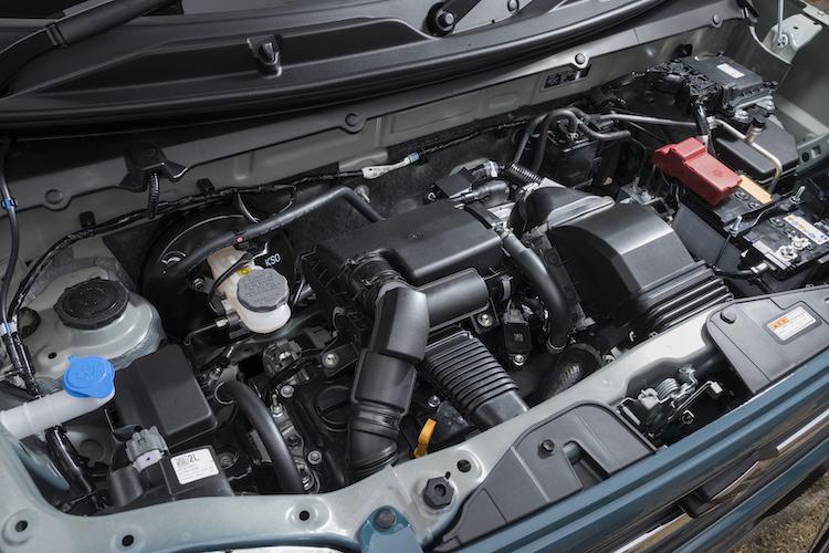 <p>ターボは64ps/98Nmの直3ターボエンジンと3.1ps/50Nmのモーターの組み合わせ、NAは49ps/58Nmの直3に2.6ps/40Nmのモーターとなる。どちらも新開発のCVTが用いられた。</p>