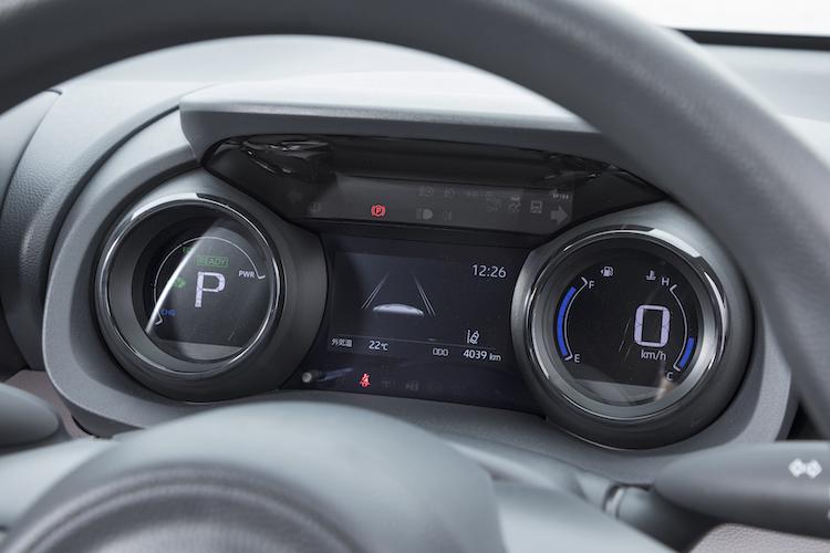 <p>レーダークルーズコントロール使用時に、同一車線内中央の走行を支援するレーントレーシングアシストを装備している。高度駐車支援システムのアドバンストパークも採用された。</p>