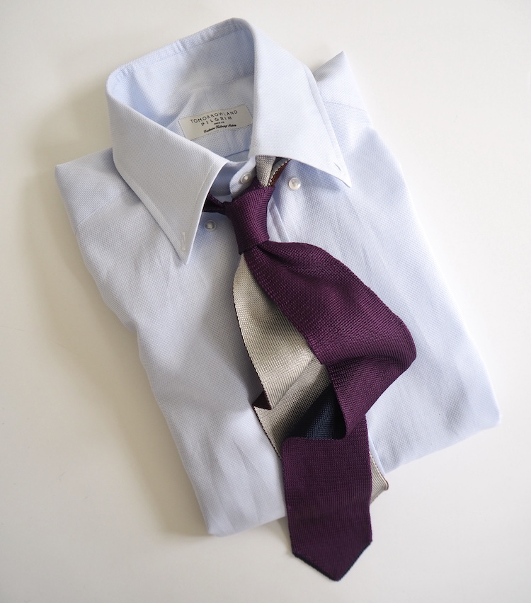 <p><strong>【ここを意識しました!】タイとシャツのまとまり</strong><br /> 「薄く紫がかったBDシャツに、パープルのニットタイを合わせて綺麗なグラデーションを意識した合わせ。タイの裏地のグレーカラーで落ち着いた知的な印象を演出しています。この上にはグレーのチョークストライプのスーツに合わせて、英国紳士的な装いを楽しみたい」</p>