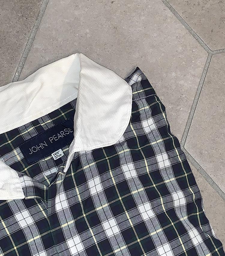 <p><strong>プレス 安武俊宏さんの愛用品<br /> JOHN PEARSE ラウンドクレリックシャツ</strong><br /> このシャツはBEAMSの入社試験用に購入したもので、面接でこれを着て行ったから受かったと思っています。当時このシャツはBEAMSでしか取り扱いがなく、3万円もしたので「よくそのシャツ買ったね。洋服好きなんだね。」と、3次までの面接全てで言われました。しかもこれを買ったのは、後に直属の上司になる元プレス、現ドレス部ディレクターの諸岡さん。思い出も含めて絶対に手放さないアイテムです。<br /> <a href=