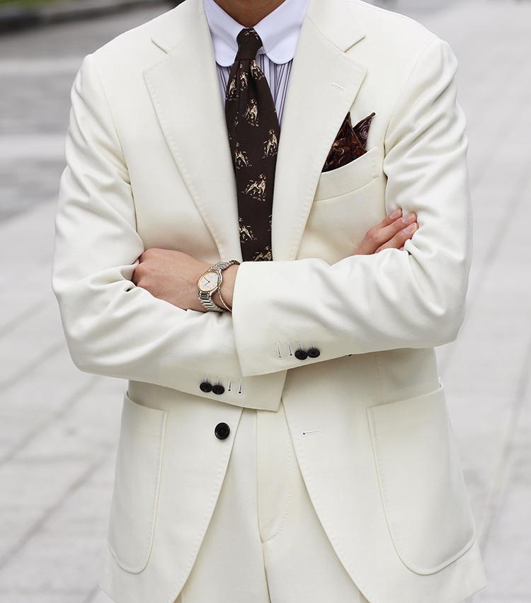 <p><strong>ビームス ハウス 丸の内 阿由葉 銀河さんの愛用品<br /> Custom Tailor BEAMS ホワイトフランネルスーツ</strong><br /> 昨年の夏頃(入社4,5ヶ月)にパターンオーダーしたカノニコのホワイトフランネルのスーツ。春夏にブラックリネンなどがあったので何となく冬に白を着たいなと思い作った1着。このスーツのおかげで、「白スーツの人」と社内外で少し認知度が上がり、MR BEAMS vol.3にお声掛け頂くことが出来ました。今思うと、1年目としてはかなり攻めたと思いますが、思い出の、お気に入りのスーツです。<br /> <a href=
