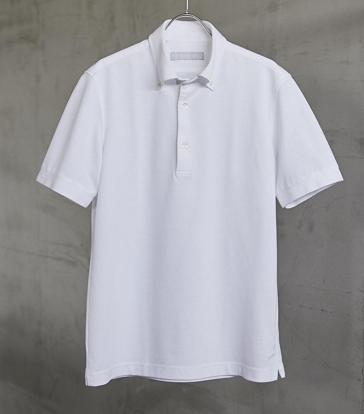 <p><strong>「プルオーバー ボタンダウン」タイプもあり!</strong></br>ボタンダウンカラーのポロシャツは、ポロシャツ以上、シャツ未満の適度なきちんと感。こうしたさりげないデザイン違いのアイテムを日替わりで着るのは、お洒落な人の常套手段だ。「ハイドロ銀チタン®」のボタンダウンポロシャツ。ホワイトの他、ネイビーとブルーを展開。1万1000円/エストネーション</p> <p><a class=