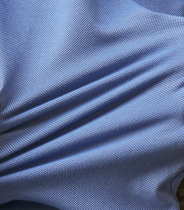 <p><strong>優れたストレッチ性能</strong></br>伸縮性に優れたポリエステルコットンでできているため、ジャケット内に着込んでもツッパリなし。のびのび動けて無駄に疲れることもない。</p>