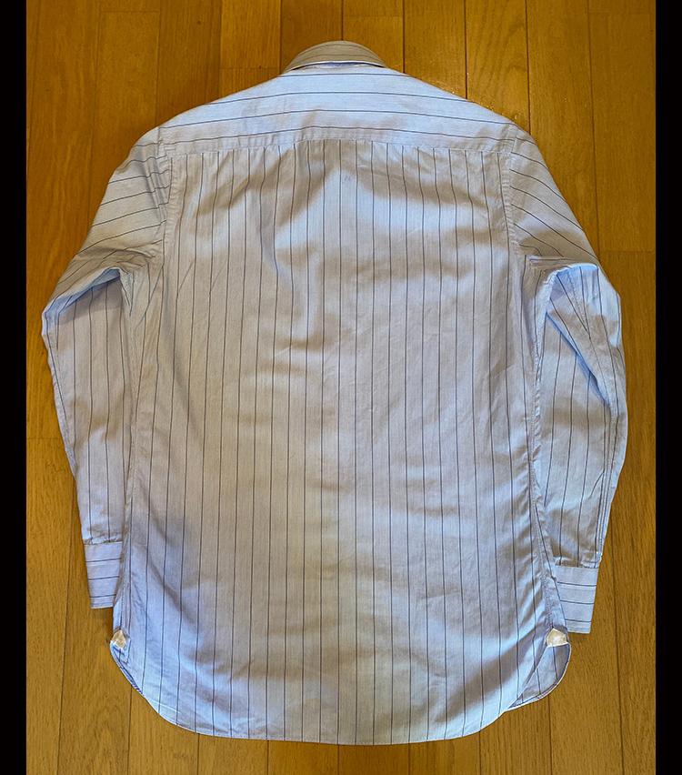 <p>②シャツをひっくり返す。</p>