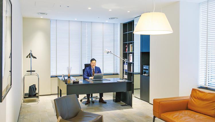 サンワカンパニー山根太郎氏の「社長室」にはどんな家具が置いている?