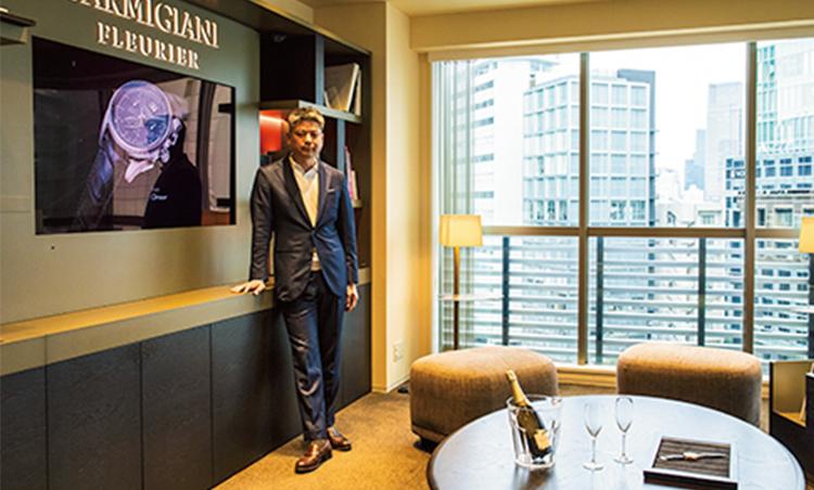 <p>眺望がすばらしいオフィスのサロン。オリジナルラベルのワインを挟んで顧客をもてなすことも。</p>
