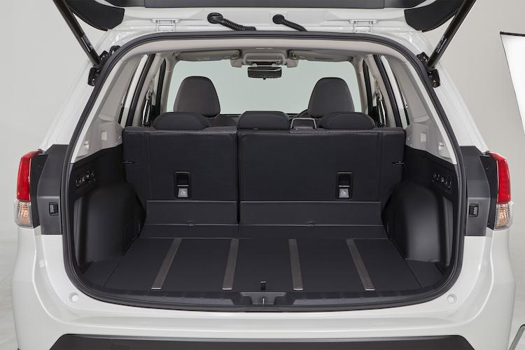 <p>ラゲージ容量は520リッター(アドバンスは509リッター)に。X-BREAKはドア内張りやラゲージにも撥水素材が用いられている。</p>