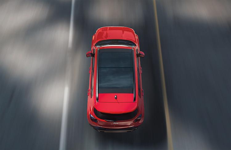 <p>最高出力151ps(トレイルホーク179ps)/最大トルク270Nmを発生する1.3リッター直4マルチエアターボを搭載。2WDのロンジチュードとリミテッドには6AT、4WDのトレイルホークは9ATを組み合わせる。</p>