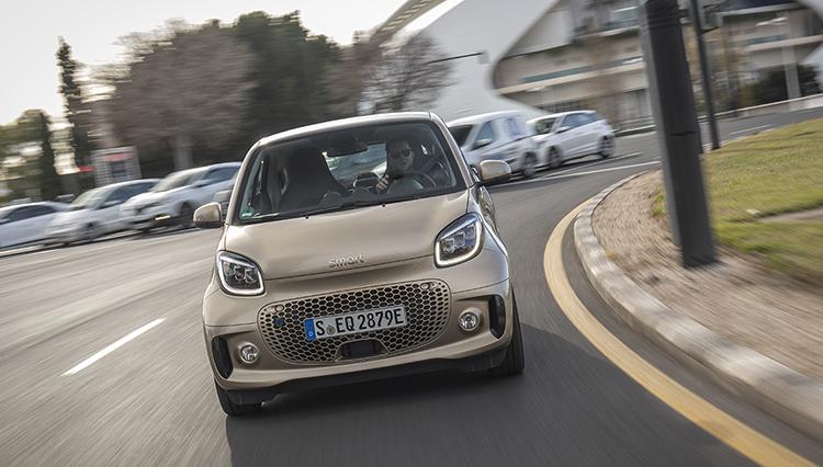 ついに開発当初からの予定通り「EVモデルのみ」になったスマートEQの実力は?