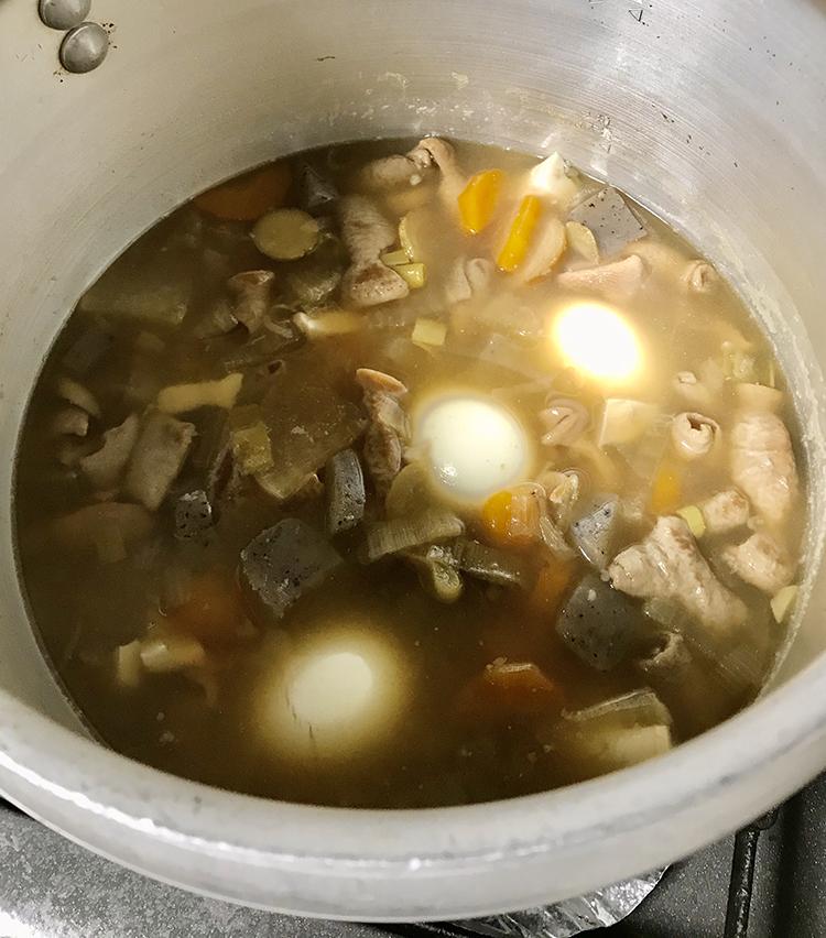 <p>9.冷ます前にゆで卵を入れるのもおすすめ。味が染み込んで絶品に!</p>
