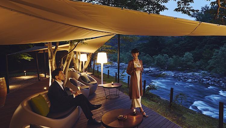 【星野リゾート 奥入瀬渓流ホテル】大自然の絶景パノラマで味わう、大人のアペロ
