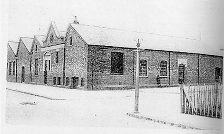 <p>ビジネスの成長に伴い、1889年にはノーサンプトン内でファクトリーを移転拡張。これが現在まで引き継がれている。</p>