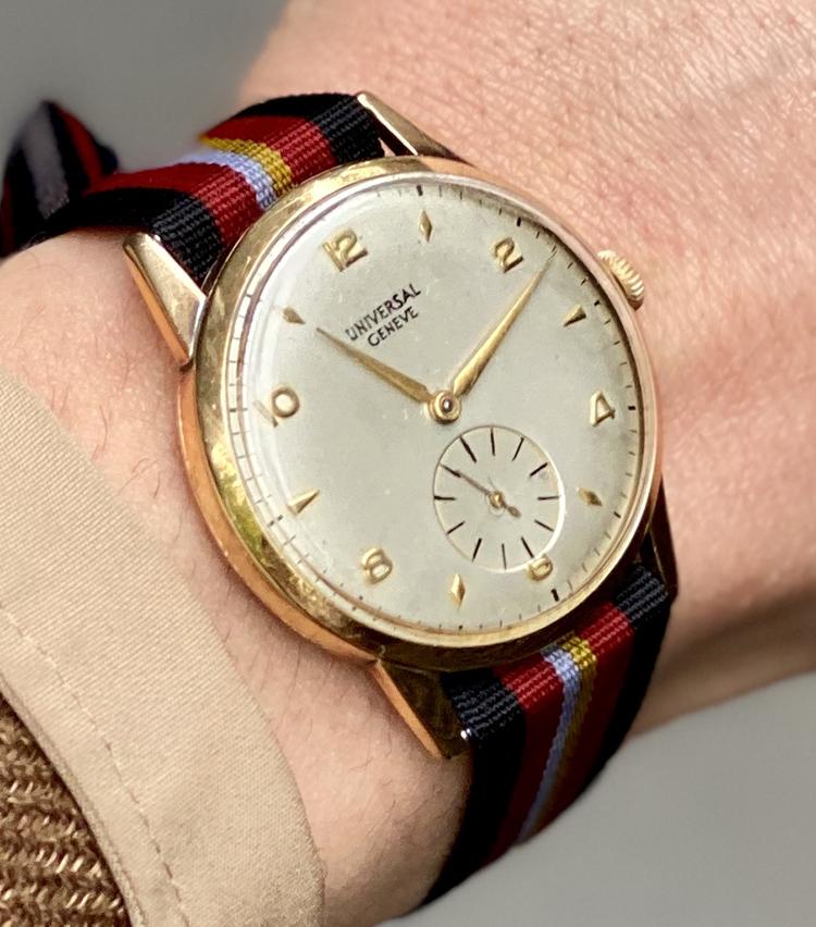 <p><strong>ビームス 銀座 村瀬太郎さんの愛用時計<br /> ユニバーサル ジュネーブ/1960年代のヴィンテージ ラウンド時計</strong></p>