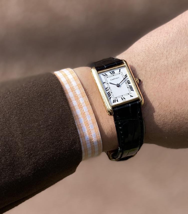 <p><strong>ビームス メンズドレス プレス 間瀬裕介さんの愛用時計(1)<br /> カルティエ/1970年代 TANK/PARISダイヤル/18KYG/手巻き </strong><br /> 「長い時を経ても色褪せないデザインはやはり唯一無二の存在だと思います。名作と言われる定番ゆえに際立って希少価値が高いわけではありませんが、様々な装いに合わせる事が出来、きっと今後手放さない一本です」 <br /> <a href=