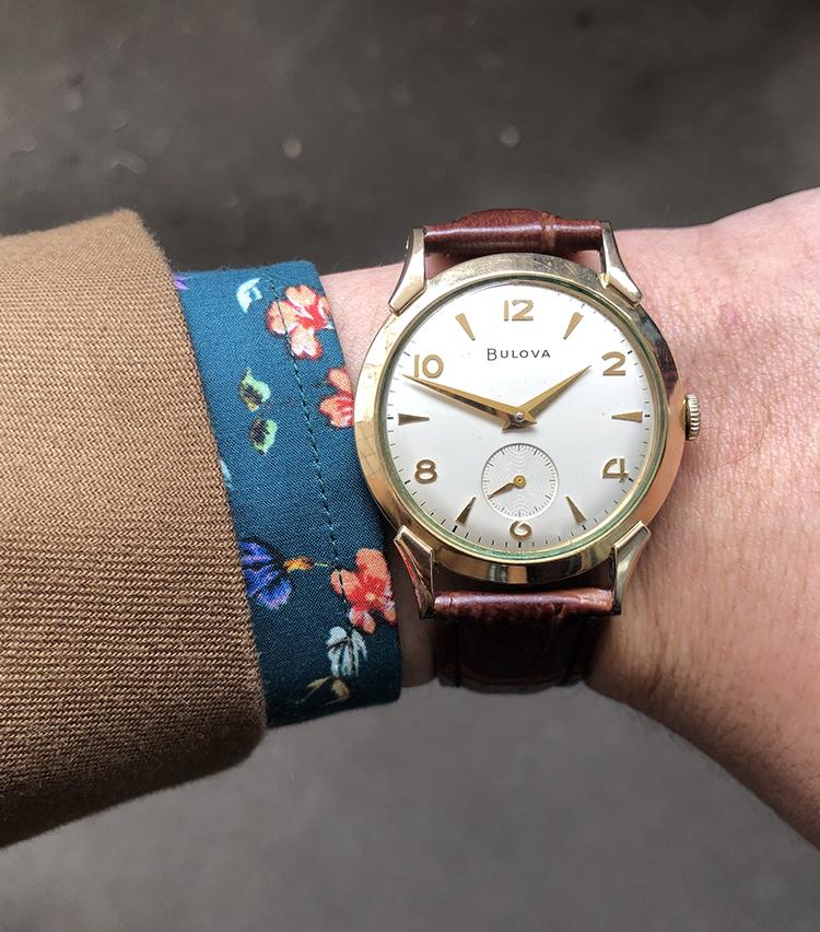 <p><strong>ビームス ハウス 丸の内 森岡奎太さんの愛用時計<br /> ブローバ/1950年代SENATOR</strong><br /> 「よく行く地元神戸の古着屋で一目惚れして購入した時計です。50年以上も前の時計にも関わらず、スーツやカジュアルな服装に合わせても、全く古臭さを感じさせない、むしろ若い年齢の自分にとってはとても新鮮に感じるアンティークウォッチです。今後の私の洋服屋としての人生で欠かすことの出来ない時計になることは間違いありません」<br /> <a href=