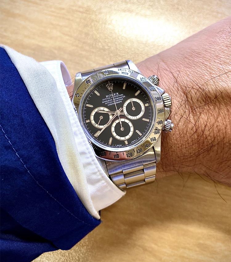 <p><strong>トゥモローランド商品部門 メンズ企画 岩谷真典さんの愛用時計<br /> ロレックス/デイトナ Ref 16520  N番 1991年製 シングルブレス 逆6</strong><br /> 「昔一度手放しましたが、どうしてもこの年代のエルプリメロが搭載されているシングルブレスが良くて買い直しました。コーディネートは少しきれいめな服装に合わせて使用しています」<br /> <a class=