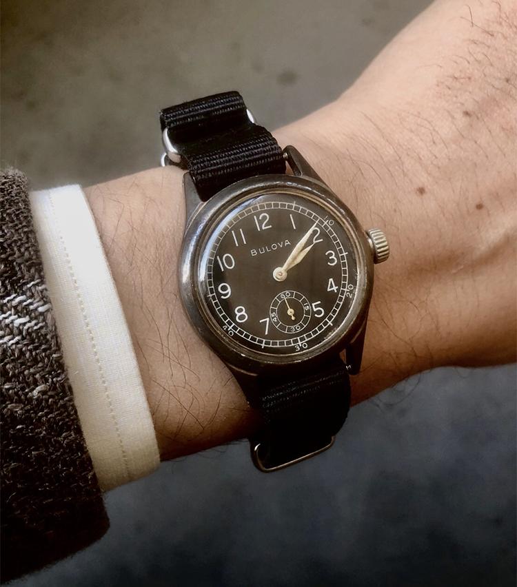 <p><strong>トゥモローランド 名古屋ラシック店 竹内佑斗さんの愛用時計<br /> ブローバ/1940年代頃のアメリカ軍支給品</strong><br /> 「学生時代に初めて購入したアンティークウォッチです。風防やベルトなどリペアを繰り返して、とても愛着が湧いています。ジャケパンスタイルなど少しカジュアルな装いの際に活躍しています」</p>