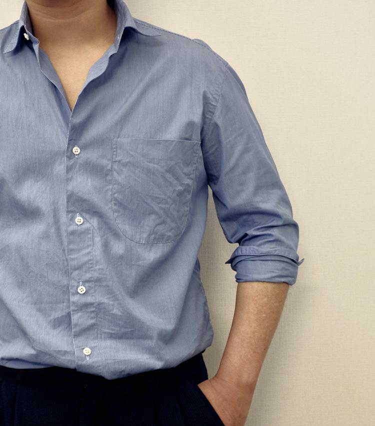 <p><strong>【その3】きれいめシャツで実践したい「ドレスまくり」</strong><br /> イタリアブランドのシャツなど、ドレッシーな雰囲気のシャツと相性がいいのがこちら。少し複雑に見えるが、慣れれば簡単だ。</p>