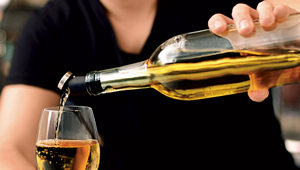 氷なしでワインボトルを1時間冷たく保つ! 便利な「ワインチラー」を使ってる?