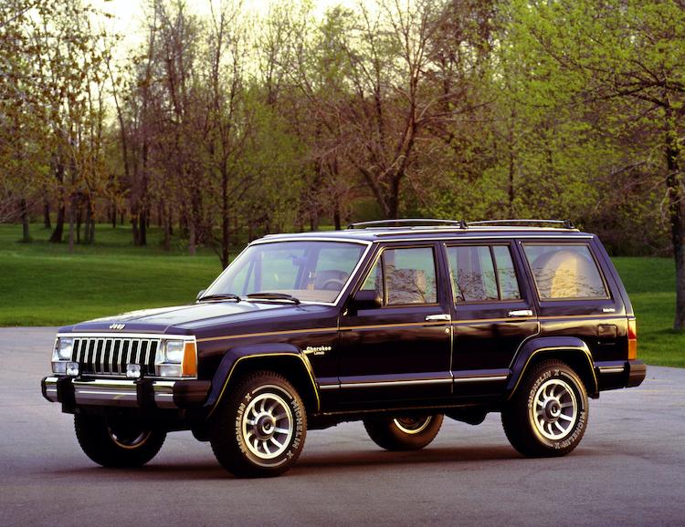 <p>4WDはパートタイムのコマンドトラック、フルタイムのセレクトラックを用意。走行中でもレンジ切り替えが可能なシフトオンザフライ対応フルタイム4WDを初めて搭載した。</p>