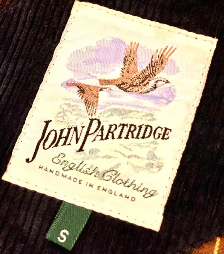 <p>鳥の絵がブランドアイコンだったジョン パートリッジ。ブランドネームのデザインはなんとなくフランスブランドぽかったのも、当時気に入ったポイント。</p>