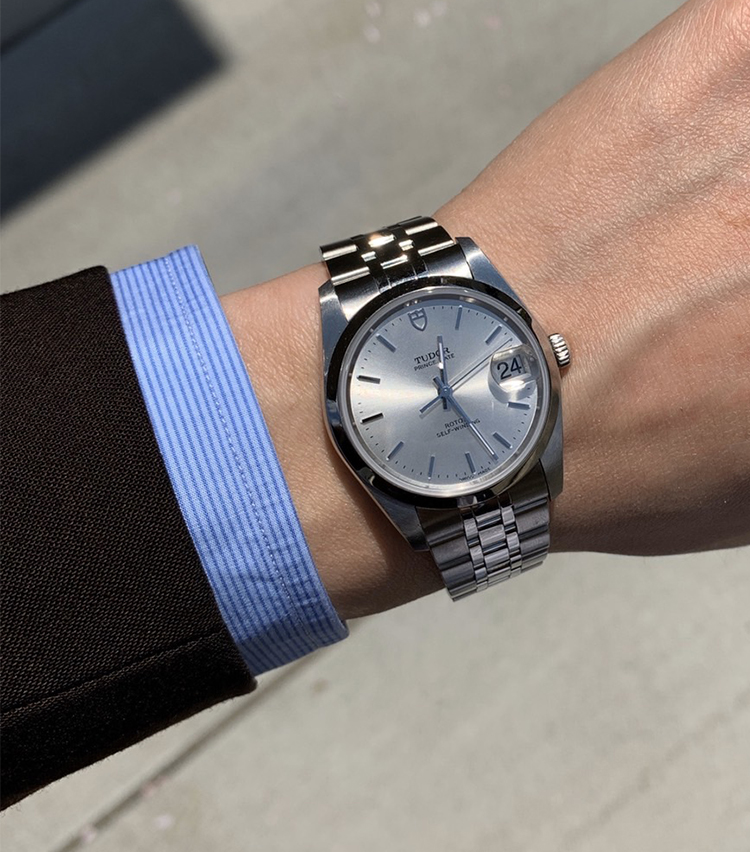 <p><strong>ザ ソブリンハウス セールスパーソン 後藤優人さんの愛用時計(2)<br /> チューダー/プリンスデイト</strong><br /> 「会社での異動を節目に時計を買おうと決めていた時にたまたま立ち寄ったお店で一目惚れして購入しました。年齢問わず、またTPOとしても幅広く身に付けられるデザインや、アイボリー調で品のある文字盤の色目が気に入っています。永く付き合っていけそうです」</p>