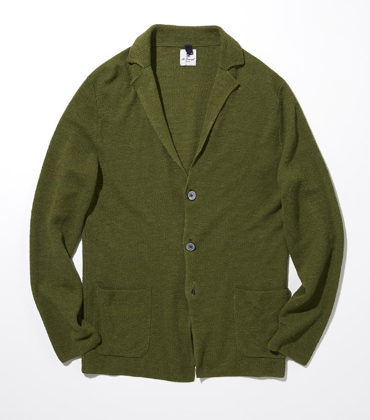 <p><strong>マクローレン</strong><br /> 透け感のあるコットンリネンの爽やかな着心地を楽しめる一着は、イタリア屈指のニットブランドによるもの。さらりと涼感のある質感に、フェード感のあるグリーンの風合いは、カーディガンのようにさらりと羽織れる。コットンパンツと合わせて品よくこなすのはもちろん、短パンとTシャツをプラスして大人のリゾートスタイルとしても愉しめそうだ。<br /> ジャケット3万5000円(マクローレン)</p>