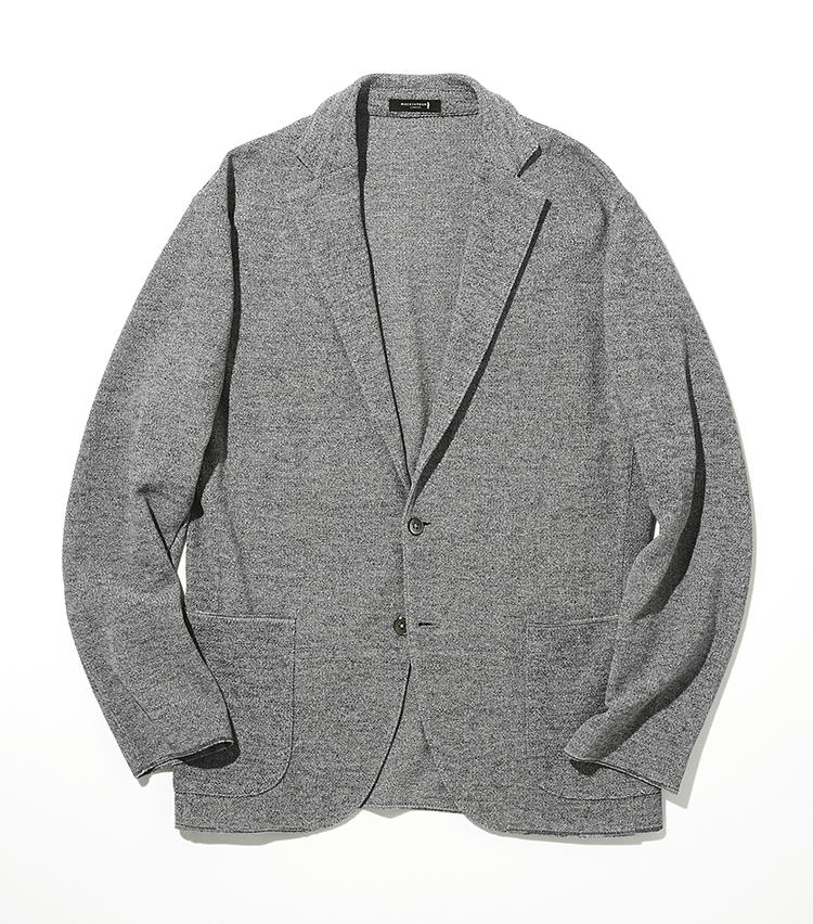<p><strong>マッキントッシュ ロンドン</strong><br /> 和紙をベースにしたポリエステル混紡の特殊な糸を使用したニットジャケットは、カーディガンの様にさらっと羽織れる。高い吸放湿性によるベタつきやムレの軽減があり、一般的な洗濯や使用に耐える強度と耐久性を備える。ドライで清涼感のある肌触りが、春先から夏まで、心地よく使える。<br /> ジャケット3万9000円(SANYO SHOKAI カスタマーサポート)</p>