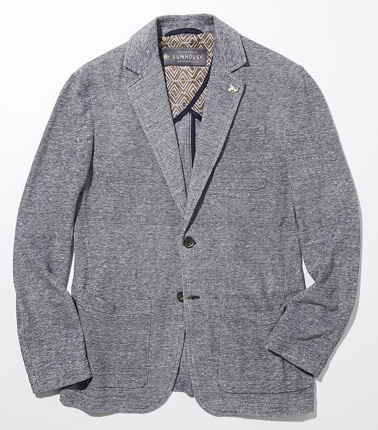 <p><strong>サンハウス</strong><br /> イタリア発のニットブランドが手掛ける、シンプルなリネン50%+コットン50%のピケニット素材のジャケットは、オンオフ兼用できる上品な佇まい。パッチポケットに、センターベントの短い着丈や筒袖でボタンなしのシンプルな仕様がカジュアルな印象。身体を優しく包み込む、くせのないすっきりとしたフィッティングが魅力だ。ジャケット6万4000円(バーニーズ ニューヨーク)</p>