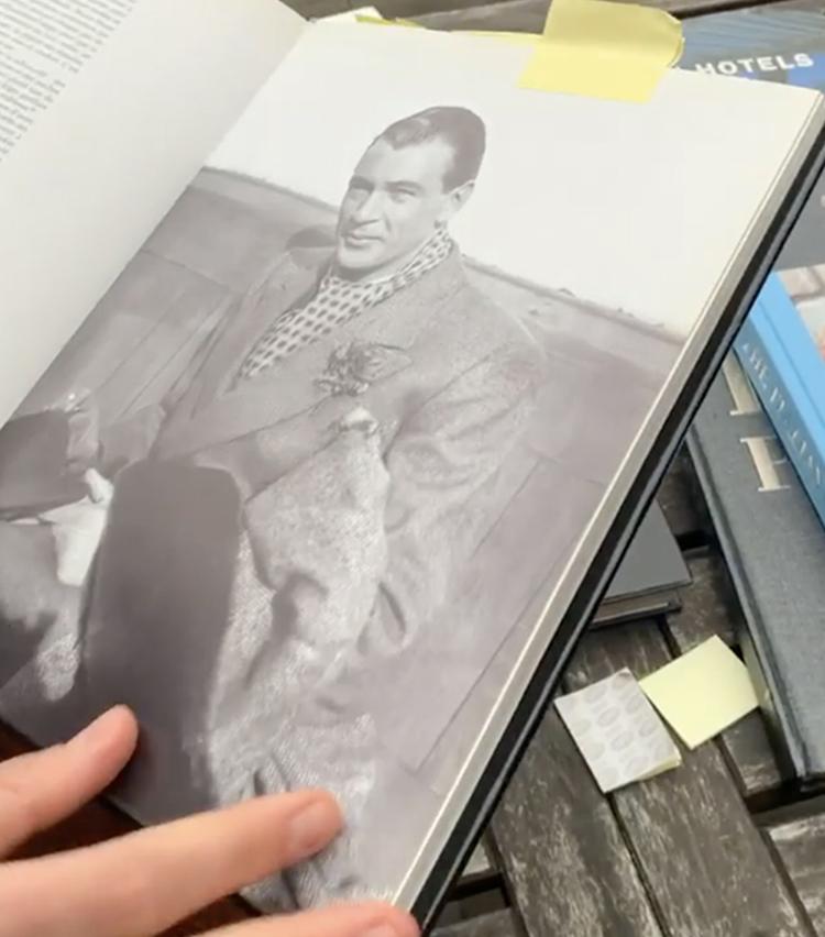 <p>ピークトラペルのダブルのカシュクールジャケットを纏ったゲーリー・クーパー。</p>