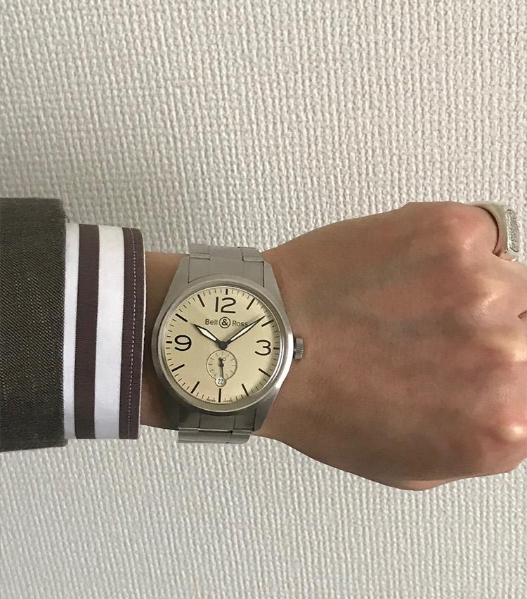 <p><strong>バーニーズ ニューヨーク神戸店 メンズグループマネージャー 奥村真也さんの愛用時計<br />ベル&ロス/ヴィンテージ BR123</strong><br /> 「シンプルなデザインでスタイルを選ばないところや視認性が高く、実用的な点が気に入っています。また、大きすぎないサイズ感も自分に合っていて、手放せない1本です」</p>