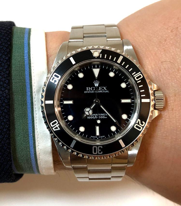 <p><strong>バーニーズ ニューヨーク六本木店 メンズグループシニアセールスアソシエイト町 直哉さんの愛用時計(2)<br />ロレックス/サブマリーナ  14060m 2001年製</strong></p>