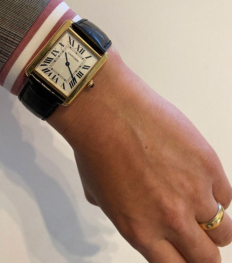 <p><strong>バーニーズ ニューヨーク横浜店 副店長 平野聡一郎さんの愛用時計<br />カルティエ/タンクソロ</strong><br /> 「きちんとしていながら、嫌みのないデザインが気に入っています。個性がありますが、主張しすぎないバランス感が絶妙です。ベルトの色や素材を変えながらずっと楽しんでいきたい時計です」</p> <p><a class=