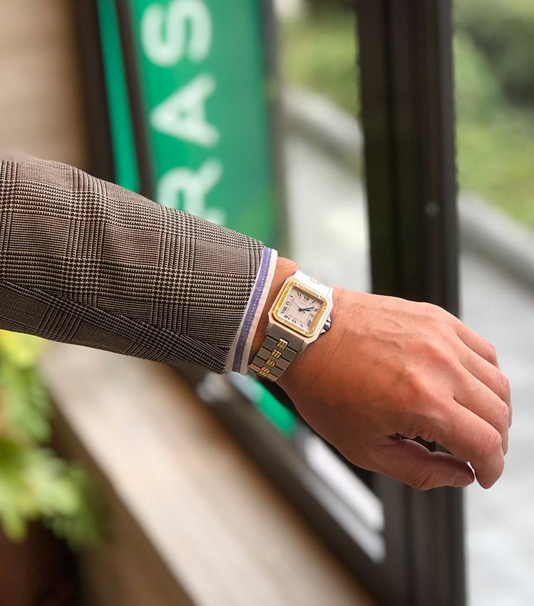 <p><strong>ストラスブルゴ 大阪店 店長 関口淳司さんの愛用時計<br /> カルティエ/サントス ガルベ LM</strong><br /> 「希少な'80年代の数年しか製造されていなかった廃盤モデルで、ステンレスとゴールドのコンビ。ケース径が30㎜と小ぶりで、ジャケットスタイル時には袖が引っかからないので付けやすいです。スタイルを問わず合わせやすく、主張しすぎないクラシカルな佇まいが気に入っています」</p>