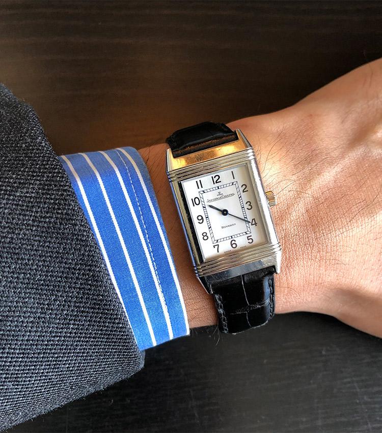 <p><strong>リデアカンパニー メンズホールセールス 奥州谷知宏さんの愛用時計(2)<br /> ジャガー・ルクルト/レベルソクラシック</strong><br /> 「一般的なサイズより小さく、薄いモデル。普遍的なアールデコデザインや、文字のフォント、僅かにブルーがかった針など、美しいルックスから沢山の方々に褒めていただけ気に入っています。12年前にスーツに合わせる時計として購入しました。</p> <p><a class=