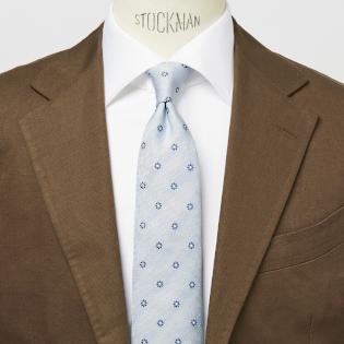 夏に最適! 暑苦しく見せないネクタイの色は?【1分で出来るスーツのお洒落】